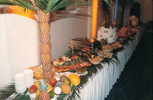 traiteur banquet traiteur mariage au grau du roi 30 id e de buffet avec plat chaud partir. Black Bedroom Furniture Sets. Home Design Ideas